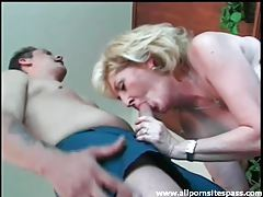 Mature blonde cocksucker in black corset tubes