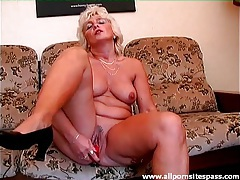 Red dildo does this mature pussy good tubes