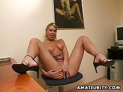 Amateur girlfriend masturbates and sucks with facial cumshot tubes