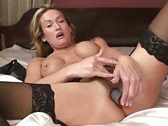 Milf toys her hairy pussy tubes