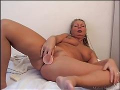 Buzzing dildo fucks tight mature pussy tubes