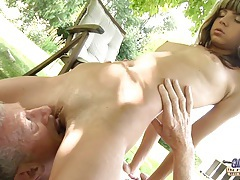 Young nasty blonde seduce an Oldguy tubes