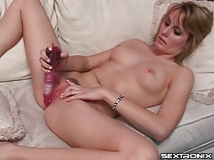 Masturbating chick gets a guy to lick her tubes