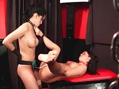 Strapon cock fucks sub girl over a table tubes