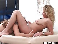 Pussy eaten on an exam table tubes