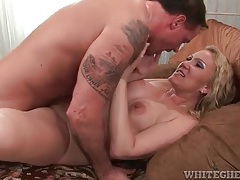 Curvy mature on top and taking dick in cunt tubes