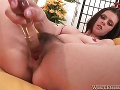 Toy fucks her hairy vagina and turns her on tubes
