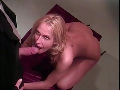 Fucking a submissive girl in the art gallery tubes