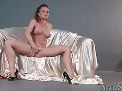 Solo pornstar on satin sheets rubs her pussy tubes