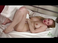 Solo blonde is super sexy in her lipstick tubes