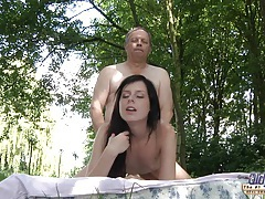 Old salesman gets sex from a young brunette tubes
