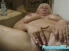 Bbw cunt is all wet while she fingers it tubes
