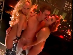 Cocksucking and cunt licking in a stunning threesome tubes