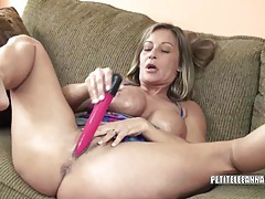 Horny housewife leeanna fucks her toy tubes