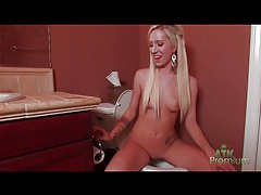 Blonde takes a piss in the toilet tubes