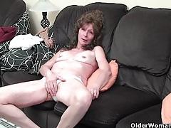 Saggy granny in stockings masturbates hairy pussy tubes