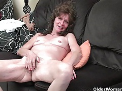 Saggy granny in stockings masturbates hairy pussy tubes