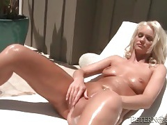 Sexy bleach blonde gives good head to big cock tubes
