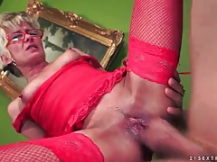 Sexy red lingerie on this slutty mature chick tubes
