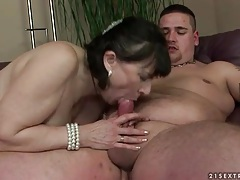 Fat guy blown by hot mature that rides him tubes