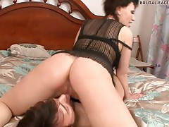 Hot chick rubs her pussy all over his face tubes