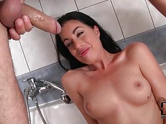 She sits in bathtub with mouth open for facefuck tubes