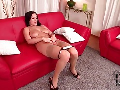 Voluptuous lady in stockings has a bald pussy tubes