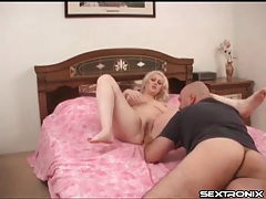 Going down on fat blonde girl in bedroom tubes