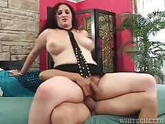 Curvy woman sits thick bush on his boner and rides tubes