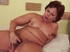Mature masturbates her hairy pussy solo tubes
