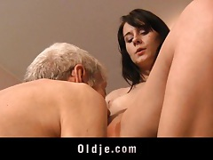 Leda practices sexual exercises with an old man tubes