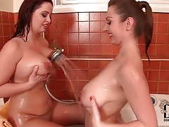 Curvy chicks in the bathtub play with big titties tubes
