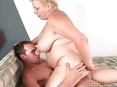 Fat older lady rocks on his cock with tight cunt tubes