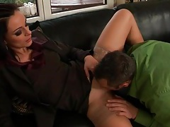 Kissing this chick and eating her pussy is hot tubes