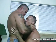 2 muscular mature hunks fuck tubes