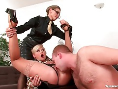 He eats pussy in the office and gets a blowjob tubes