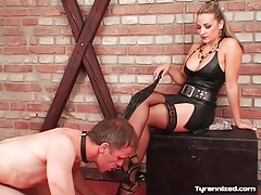 Licking toes of sexy girl in leather and stockings tubes