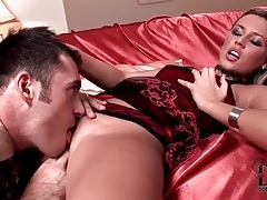 Eating out a hot girl as she lies on satin sheets tubes