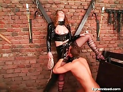 Mistress in latex makes him eat her pussy tubes