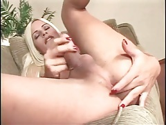 Bleach blonde tranny gives nice blowjob tubes