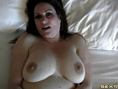 Masturbating fat chick fingered in the cunt tubes