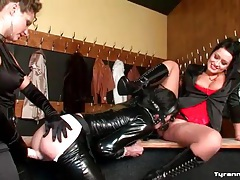 Sissy strapon fucked while face toying a girl tubes