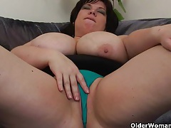 Busty and mature bbw masturbates with vibrator tubes