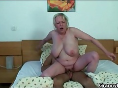 Big mature tits are sexy in cock riding video tubes