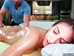 Erotic oil massage of lizz tayler gets sexy tubes