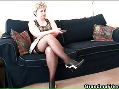 Euro mature in stockings masturbates on couch tubes