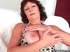 Granny with big tits finger fucks her hairy pussy tubes