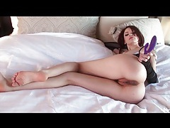 Bree daniels fucks cunt with her dildo tubes