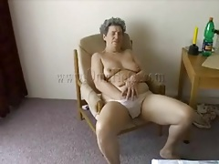 Granny stuffs plunger into her pussy tubes