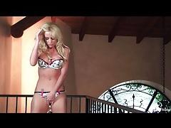 Blonde goddess angela sommers fingers solo tubes